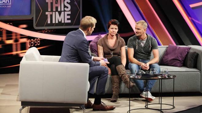 Stephanie und Marcel auf der Couch mit Jan Hahn. ©RTL-D-Frank-W-Hempel