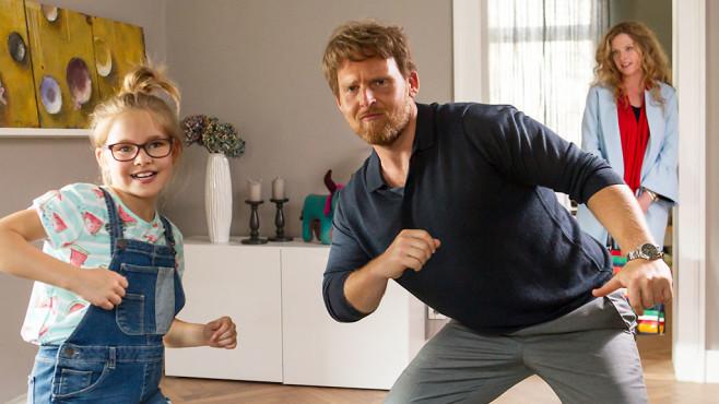Jochen und Lisas Tochter verstehen sich. ©SAT.1