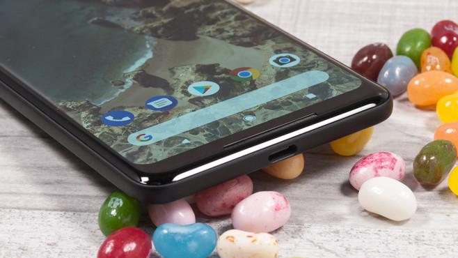 Google Pixel 2 XL: Test, Preis, Release, News Knackpunkt beim XL: Der Bildschirm verfälscht je nach Blickwinkel die Farben – für den Preis unwürdig!©COMPUTER BILD