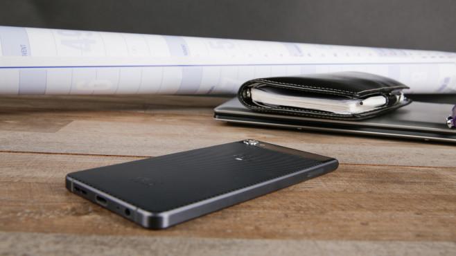 BlackBerry Motion: Infos, Preis, Bilder und Verfügbarkeit Ausgeliefert wird das Blackberry Motion mit Android 7, ein Update auf Android 8 ist angekündigt.©Lars Christensen (XX)/TCL