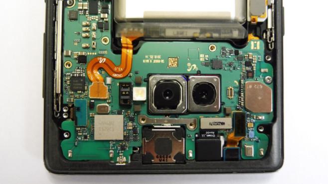Samsung Galaxy Note 9: Test, Specs, Akku, Release, kaufen, vorbestellen Der Blick ins Innere des Galaxy Note 9 im COMPUTER BILD-Labor zeigt die Platine und beide Kamera-Linsen.©COMPUTER BILD