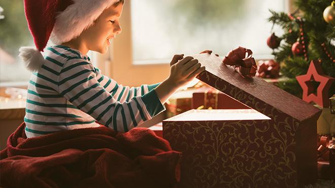Weihnachtsgeschenke für Kinder©istock/fotostorm